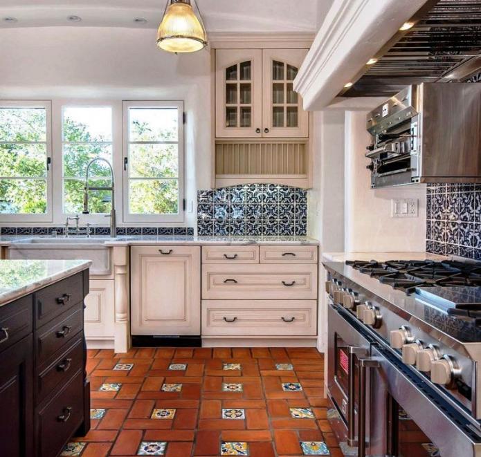 Отделка пола плиткой на кухне