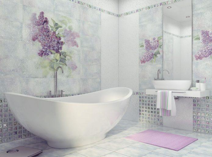 Светлая плитка с цветочным рисунком