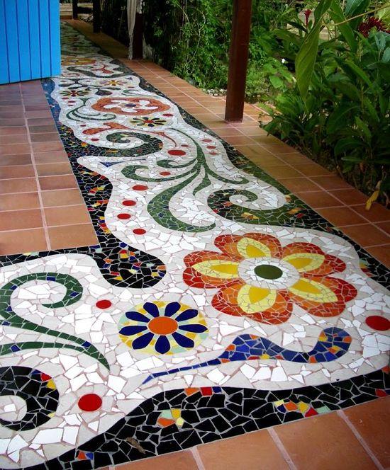 Яркая мозаичная дорожка