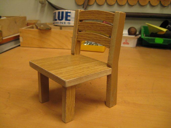 Детский деревянный стул