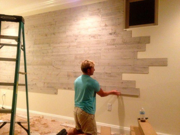 Отделка стен, сделанная ламинатом собственноручно