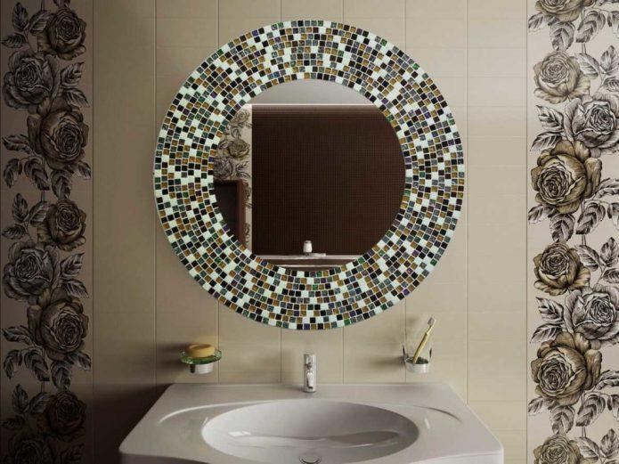 Декорированное мозаикой зеркало