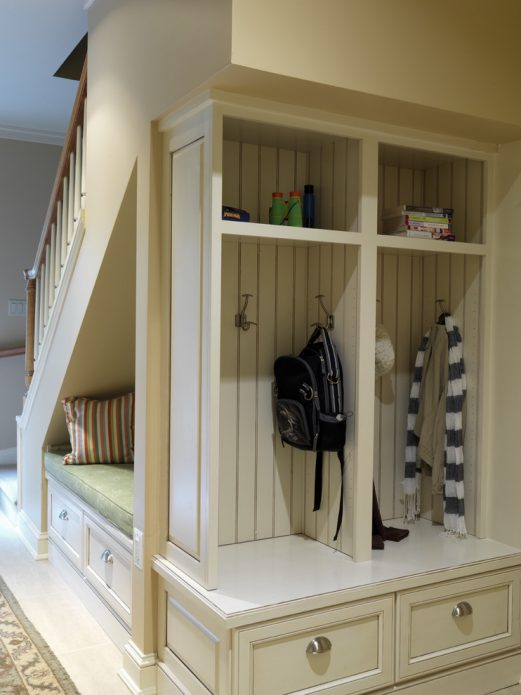 Использование пространства под лестницей