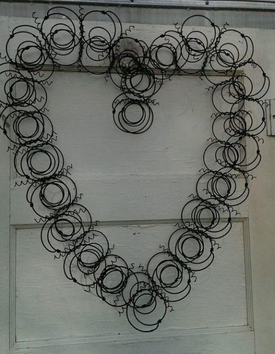 Декоративное сердце из пружин