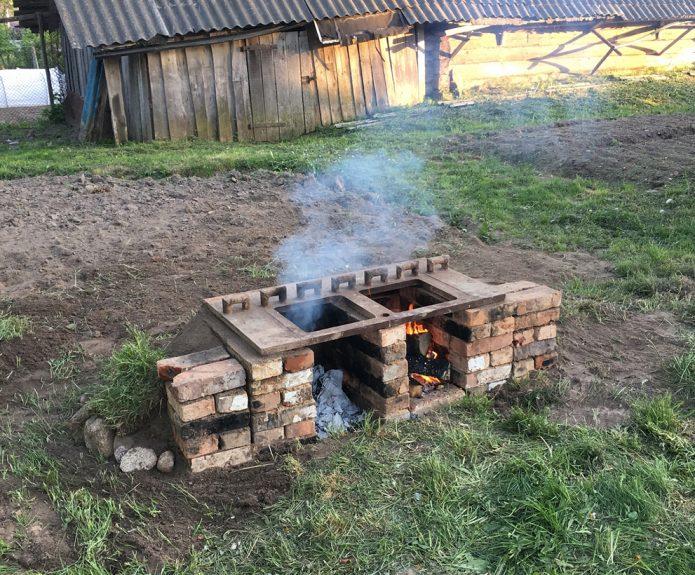 Уличная печь из старого кирпича