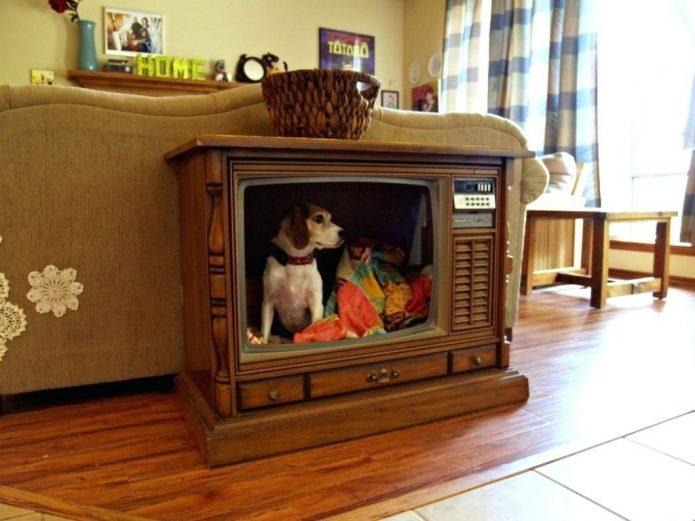 Домик для собаки из старого телевизора