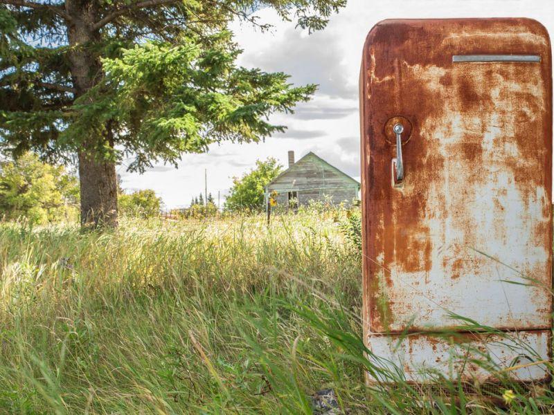Что сделать из старого холодильника: 13 практичных идей