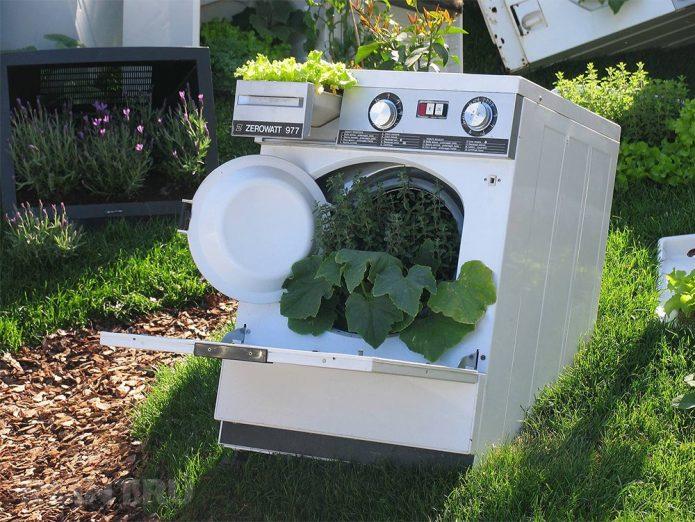 Декоративная клумба из старой стиральной машины