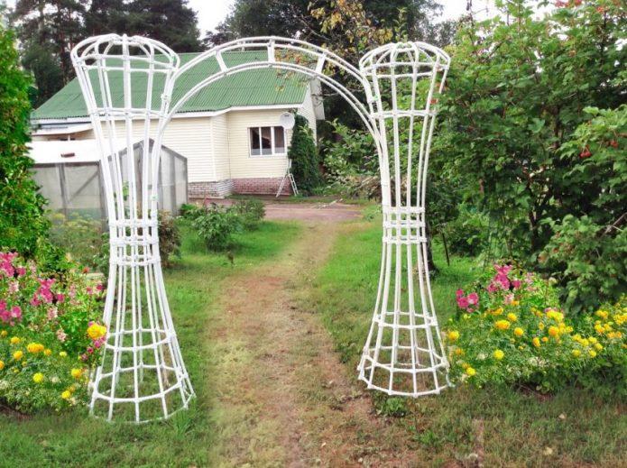 Садовая арка из труб ПВХ