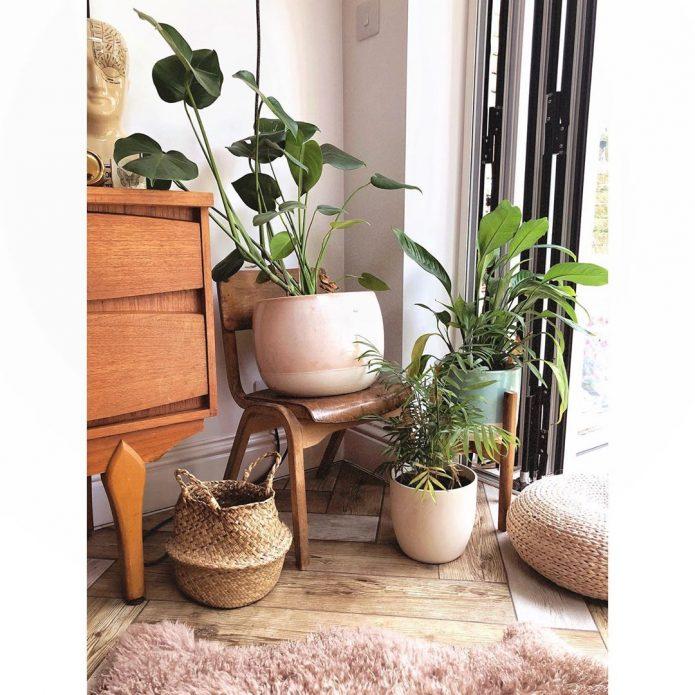 Подставка для цветов из старого стула