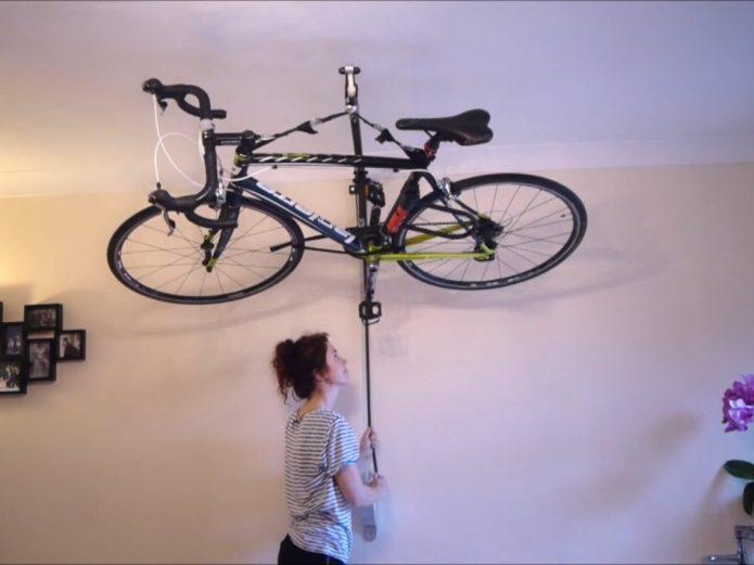 Хранение велосипеда на креплениях