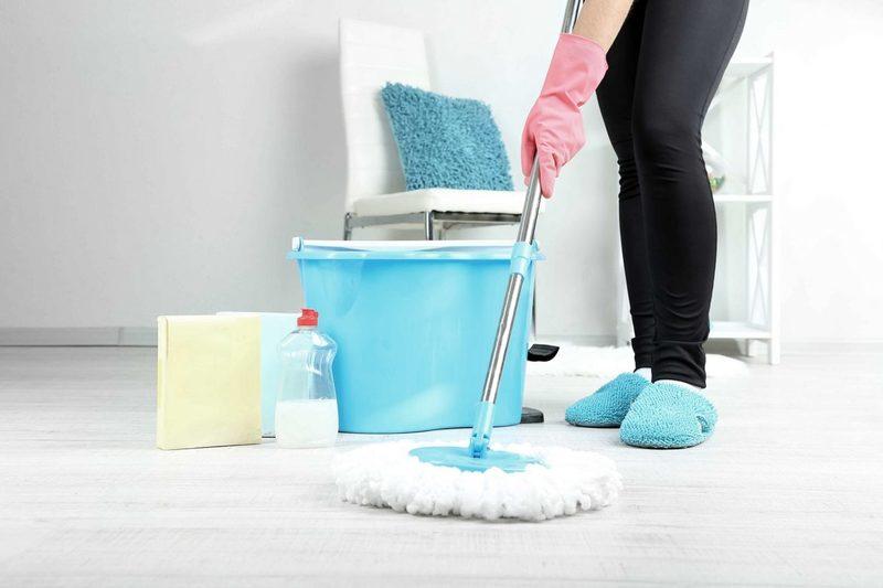 4 вещи, которыми нельзя мыть полы, если вы суеверны