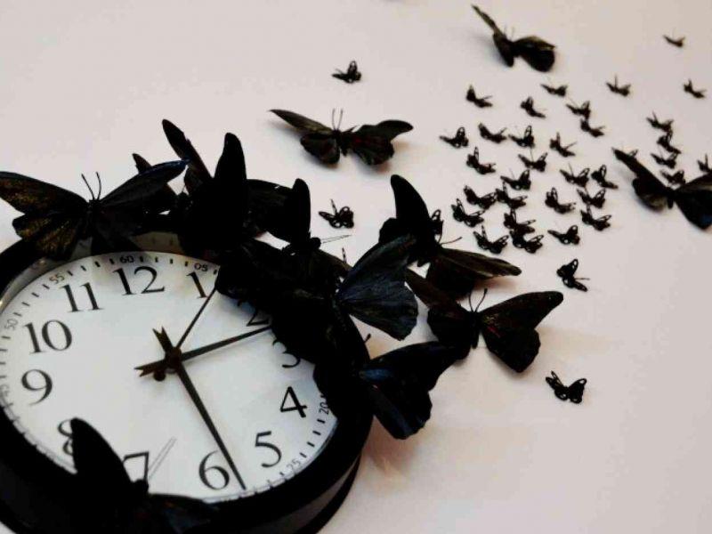 Где нельзя вешать настенные часы в квартире