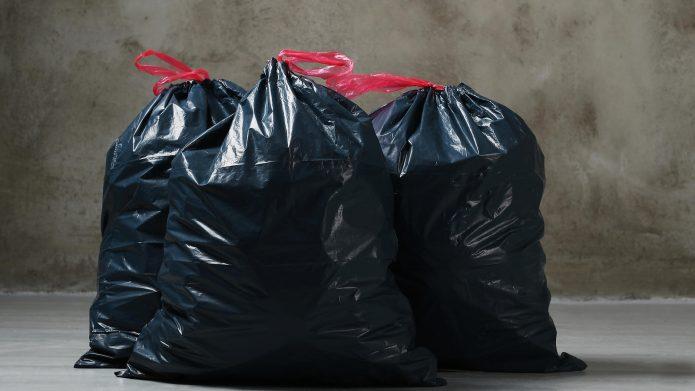 Три мусорных пакета