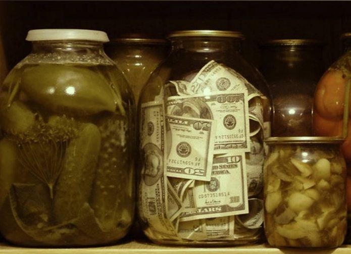 Доллары в трёхлитровой банке