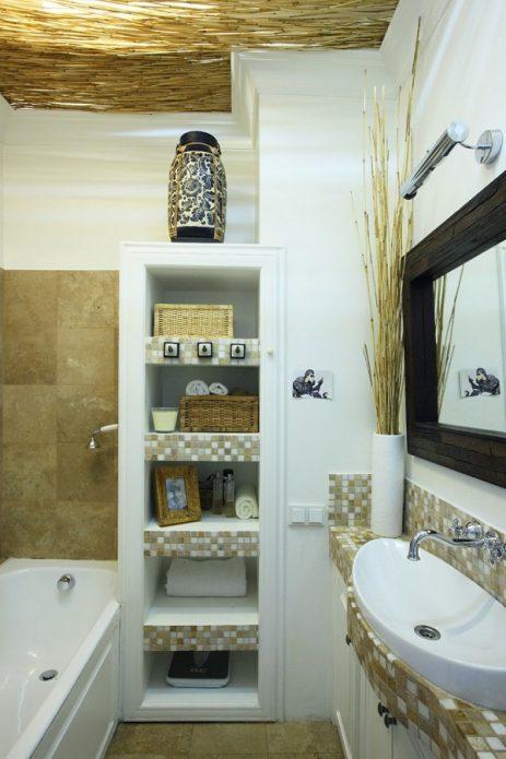 Встроенный шкафчик в ванной комнате