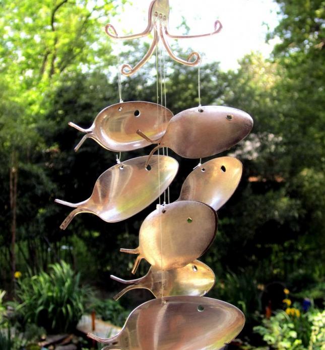 Декоративный флюгер из ложек на даче
