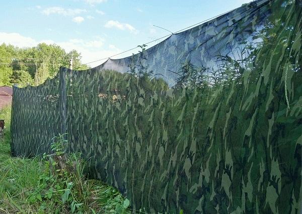 Забор из сетки с камуфляжем