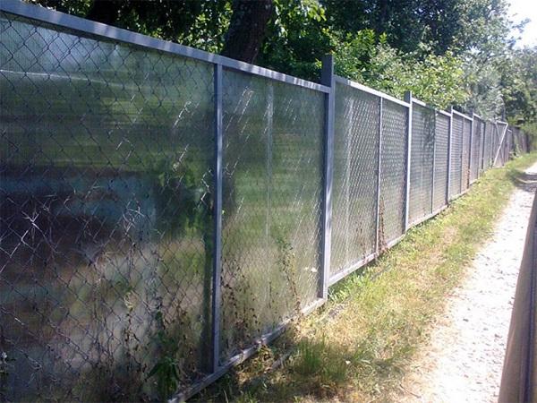 Забор из сетки с поликарбонатными листами