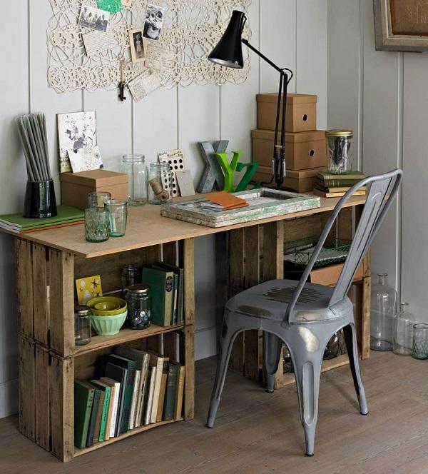 Письменный стол из ящиков