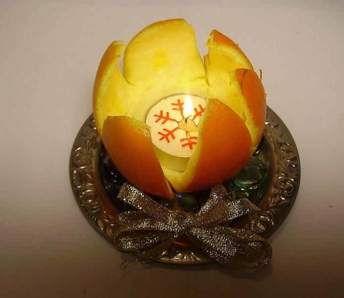 Подсвечник из кожуры мандарина