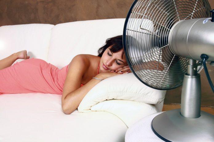 Некомфортный сон при высокой температуре в спальне