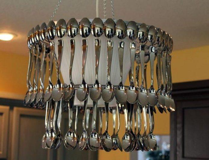 Декорирование люстры ложками