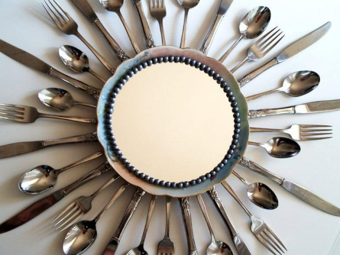Оправа для зеркала из столовых приборов
