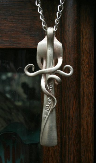Красивый кулон из вилки