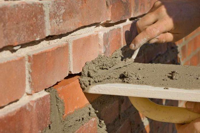 Заделка трещины в кирпичной стене