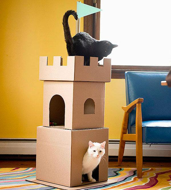Высокий домик для кошек из коробок