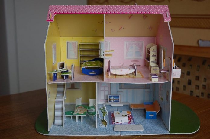 Кукольный домик из коробки