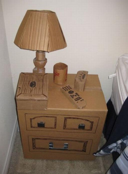 Прикроватная тумба из большой картонной коробки