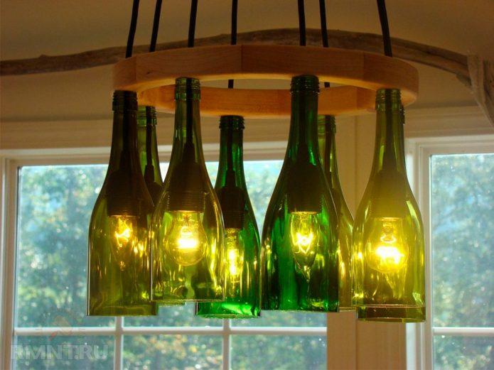 Люстра из бутылок на кухне в стиле кантри