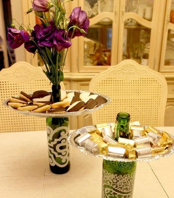 Необычное использование бутылок на праздничном столе