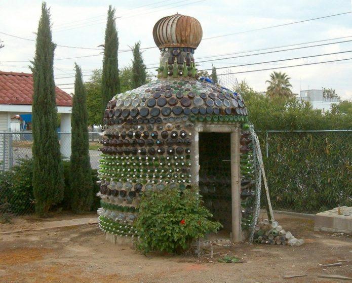 Беседка из бутылок в восточном стиле