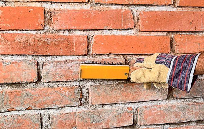 Зачистка кирпичной стены