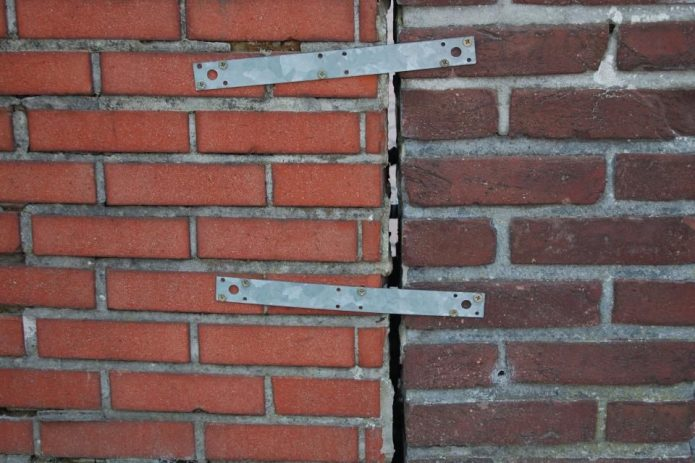 Укрепление анкерами стены с трещинами