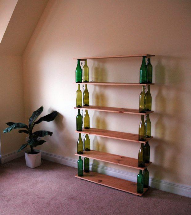 Стеллаж на основе стеклянных бутылок
