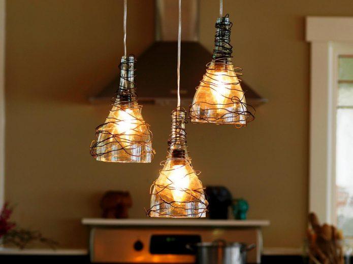 Красивый светильник в традиционном стиле