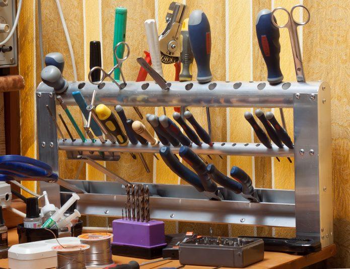 Настольный органайзер из обрезков металлических труб