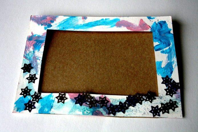 Раскрашенная рамка из картона