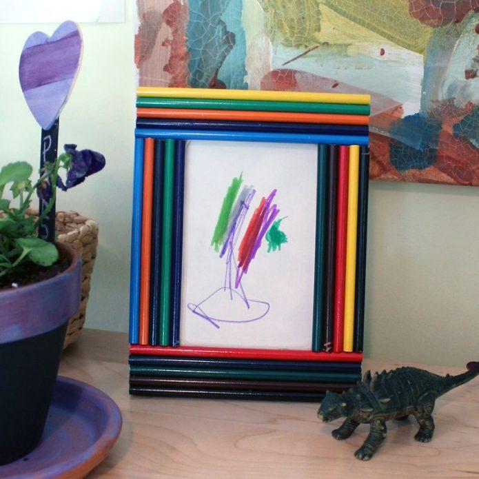 Фоторамка из цветных карандашей