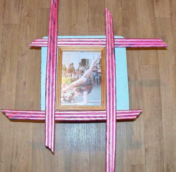 Рамка для фото из потолочного плинтуса