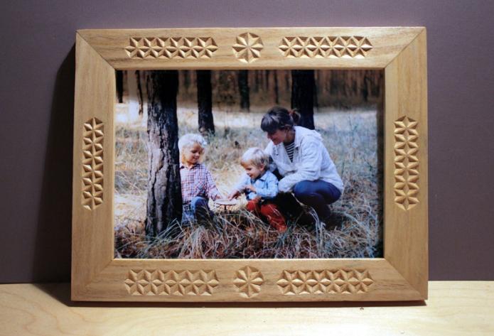 Резная деревянная рамка для фотографии