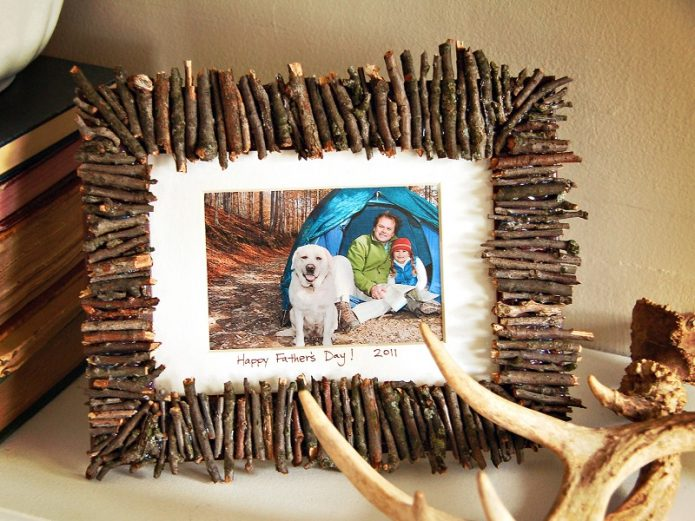 Фоторамка из веток дерева