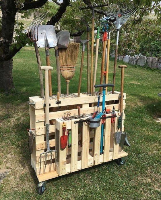Удобная тележка для садового инвентаря