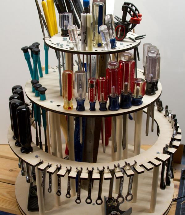 Поворотный деревянный органайзер для инструментов