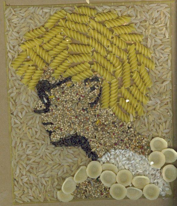 Картина из макарон и крупы