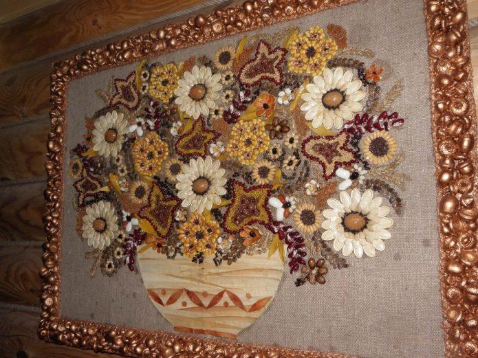 Картина из крупы и семян на холсте